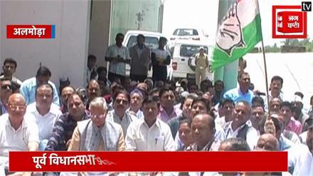 विकास के मुद्दे पर कांग्रेस ने सरकार को घेरा, कार्यकर्ताओं ने किया धरना प्रदर्शन