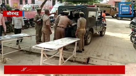 सोनभद्र: जमीनी विवाद में नरसंहार, अखिलेश ने कहा- अपराधियों के आगे सरकार नतमस्तक