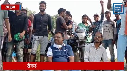 रेत उत्खनन बंद न होने पर ग्रामीणों का हल्ला बोल, पैदल मार्च निकालते हुए दी आंदोलन की चेतावनी