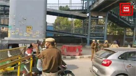 फरीदाबाद किसान आंदोलन के मद्देनजर बॉर्डर पर बढाई गयी चौकसी सभी गाड़ियों की जांच के बाद दिल्ली में प्रवेश करने दिया जा रहा है
