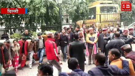 Delhi में बजी Nadda धुन: देखें नाटी ,लड्डू और जश्न LIVE