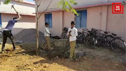 कांग्रेस राज में शिक्षा बेहाल, छात्राओं से धुलवाए जा रहे बर्तन तो छात्र खोद रहे गड्ढे