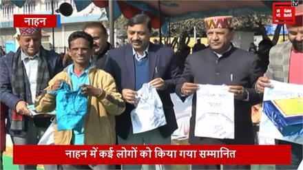 गणतंत्र दिवस पर टेलर को मिला सम्मान, लोगों को दे रहे प्लास्टिक मुक्त संदेश