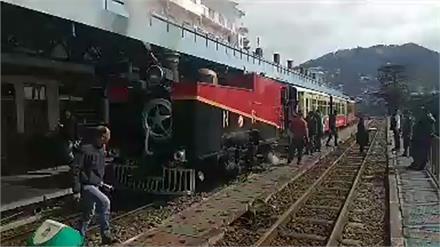 शिमला कालका रेलवे ट्रैक पर दौड़ा स्टीम इंजन