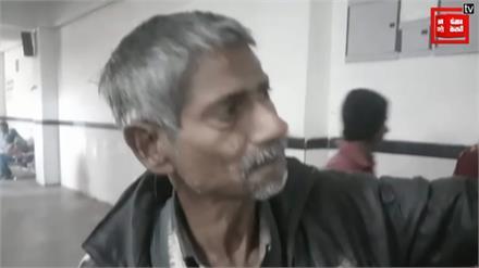 डॉक्टर की कुर्सी पर बैठ मानसिक रोगी ने कर दिया इलाज, कुमार विश्वास ने कहा- जल्द ही लेगा बड़े पद की शपथ
