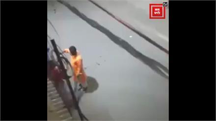 Lighting करते व्यक्ति के मूंह को लगी आग, Video Viral