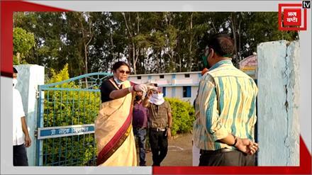 PM मोदी की मंत्री ने अधिकारी को सूली पर लटकाने की धमकी दी