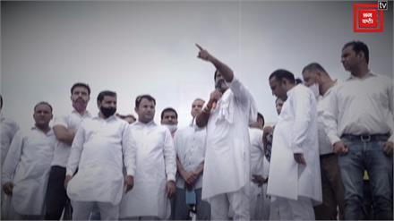 दिल्ली कूच कर रहे कांग्रेस नेताओं पर पुलिस ने किया वाटर कैनन का इस्तेमाल