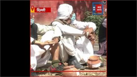 किसान प्रदर्शन : कांग्रेस ने 101 गांवों से मिट्टी मंगवाकर किया प्रदर्शन