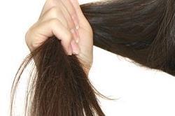 सर्दियों में बालों को चाहिए खास केयर