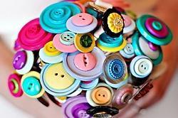 बेकार पड़े बटन से बनाएं गुलदस्ते(Pix)
