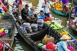 यहां पानी में तैरते हैं बाजार, आप भी शॉपिंग करके लें नजारा (Pix)
