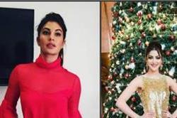 क्रिसमिस डे: रैड में दिखा बॉलीवुड celebs का हॉट लुक