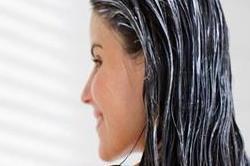 15 मिनट के लिए बालों में लगाएं ये हेयरमास्क, मिलेगा फायदा