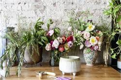 इस तरह से सजाएं सूखे फूलों से घर का आंगन (pics)