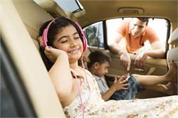 बच्चों के साथ कार में सफर करते समय ध्यान में रखें ये जरूरी बातें (pics)