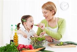 बच्चे को खिलाएं ये फूड्स, हड्डियां रहेंगी मजबूत (pics)