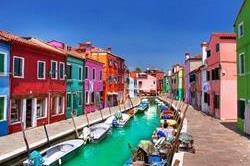 ये हैं दुनिया की 6 रंग-बिरंगी बिल्डिंग, खूबसूरती भी नहीं कुछ कम