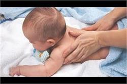 नवजात शिशु के शरीर से छोटे-छोटे बाल हटाने के लिए ट्राई करें ये उपाय