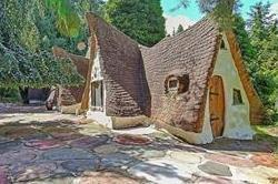 झोपड़ी जैसे इस घर को अंदर से देख कर आप भी हो जाएंगे हैरान
