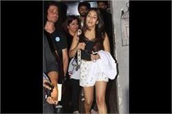 सैलून के बाहर शॉर्ट्स पहने हॉट लुक में दिखीं Mira Kapoor