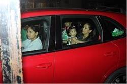 बेटी के साथ नजर आई मीरा, कैमरे को देख दिखाया यह अंदाज