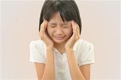 बच्चे में दिखाई दे लक्षण तो समझ जाए आंखों की रोशनी हो चुकी है कम