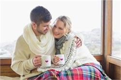 सर्दियों के माैसम में इन टिप्स से अपने रिश्ते में भरें रोमांस
