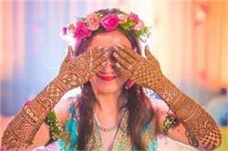 Wedding Season: ब्राइडल मेहंदी फोटोशूट को इन हट के 'Poses' से बनाएं स्पेशल