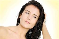बालों में तेल लगाते समय न करें ये गलतियां