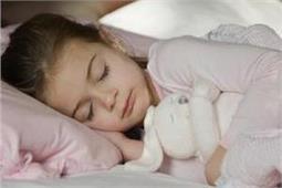 उम्र के हिसाब से जानें बच्चों को कितने घंटे की नींद लेनी चाहिए