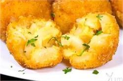 घर पर बनाएं टेस्टी एंड क्रिस्पी Mac and Cheese Balls