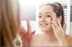 हैल्दी स्किन पाने के लिए पार्लर से नहीं, खुद ही अपनाएं Beauty Treatments