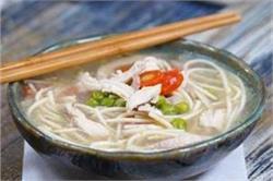 सर्दियाें में घर पर बनाएं Chicken Noodle Soup