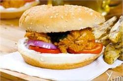 चिकन खाने के शाैकीन घर पर बनाएं Butter Chicken Burger