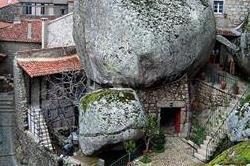 पत्थर के पहाड़ में बसा पूरा गांव,देखिए मजेदार तस्वीरें