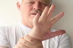 कांपते हुए हाथ देते है इन बीमारियों के सकेत!