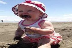क्या आपके बच्चे को भी है मिट्टी खाने की आदत? एेसे छुड़ाएं
