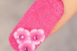 ट्रैंड में आया Fluffy Nail Art