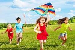 घर पर बनाएं बच्चों के लिए डिजाइनर पतंग