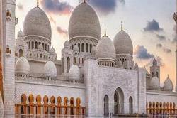 दुनिया की सबसे खूबसूरत मस्जिद, आप भी घूम आए एक बार!
