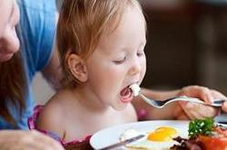 बच्चों को रोज 1 अंडा खिलाने से मिलेंगे 7 बड़े फायदे