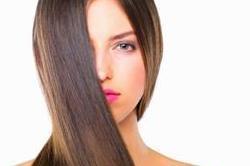 मंहगे प्रोडक्ट से नहीं, इस नैचुरल तरीके से करें बालों को Straight!
