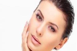 सुंदर और स्वस्थ त्वचा के लिए अपनाएं ये घरेलू उपाय