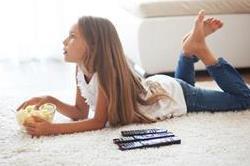बच्चों को घर पर अकेला छोड़ते समय उन्हें जरुर सिखाए ये बाते