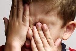 बच्चे में दिखने लगें ये लक्षण तो समझ जाए आंखों की रोशनी है कम