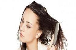 गीले बालों में न करें ये गलतियां, झेलना पड़ेगा नुकसान