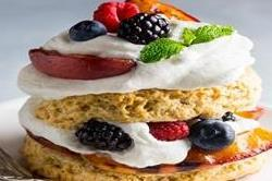 बच्चों के लिए बनाएं टेस्टी Mixed Berry Shortcakes