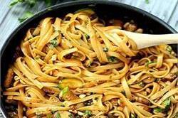 टेस्टी एंड स्पाइसी Thai Noodles