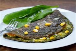 नॉन-वेज ब्रेकफास्ट में बनाएं Keto Cheese Corn Palak Omelette